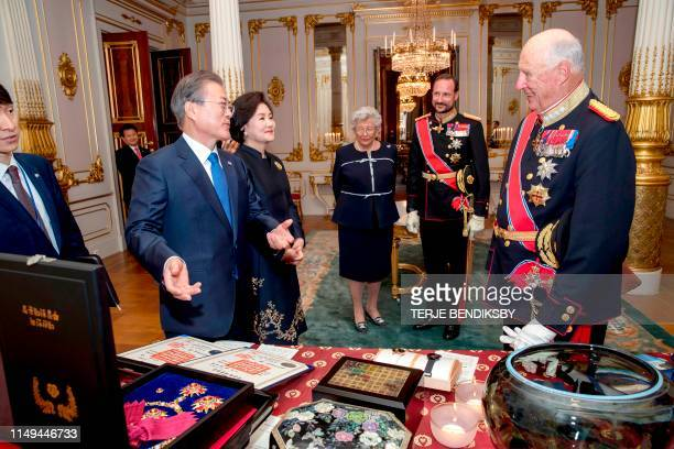 King Harald V of Norway talks with South Korea's President Moon Jae-in and his wife Kim Jung-sook as Crown Prince Haakon of Norway and Princess...