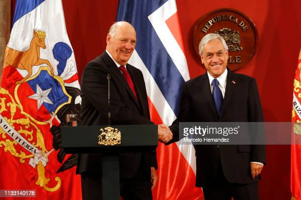 King Harald V shakes hands with President of Chile Sebastian Piñera during a press conference at La Moneda Palace during Day 2 of the visit of...