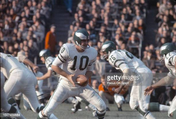 King Hill of the Philadelphia Eagles turns to hand the ball off against the New York Giants during an NFL football game November 10 1963 at Yankee...