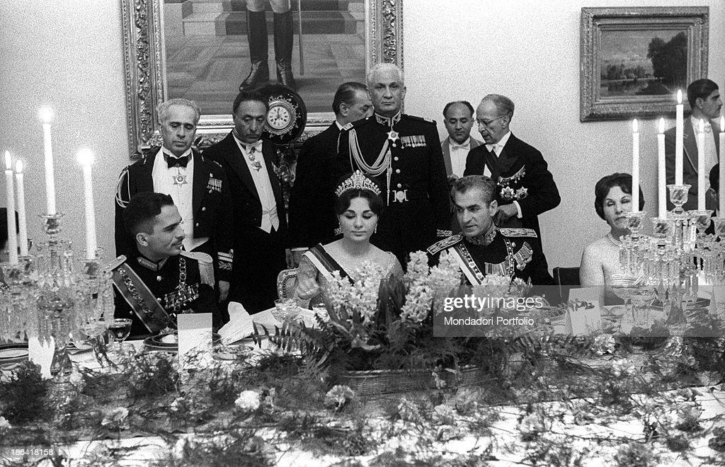 Farah Pahlavi, Hussein of Jordan and Mohammad Reza Pahlavi sitting at the table : News Photo