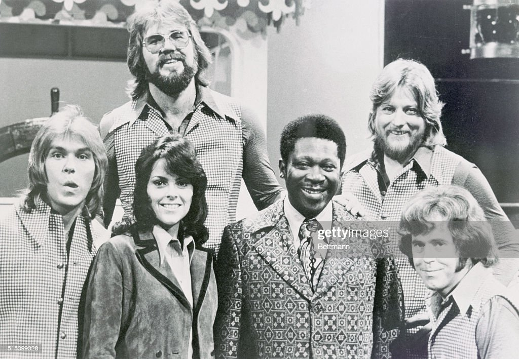 B b king smiling with kenny rogers and band pictures getty images b b king internationally known for his jazz and blues music contributions takes time to m4hsunfo