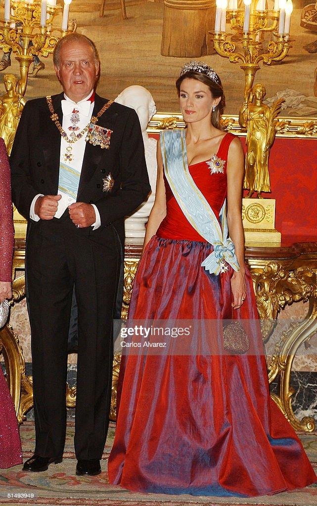 King Juan Carlos and Princess Letizia of Spain attend Royal Gala Dinner honouring Letonia's President Vaira Vike-Freiberga at the Royal Palace on October 18, 2004 in Madrid, Spain.