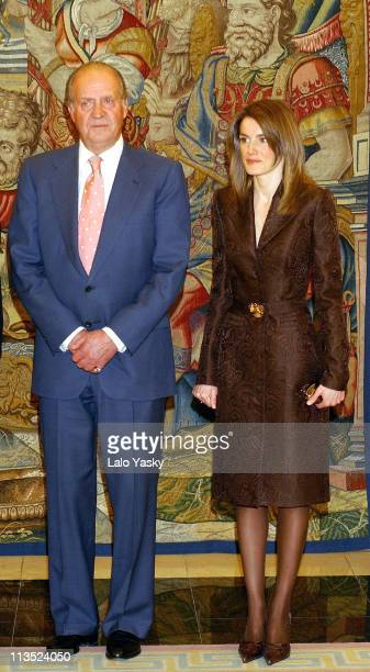 King Juan Carlos and Princess Letizia receive UN General Secretary Kofi Annan for dinner at the Zarzuela Palace in Madrid