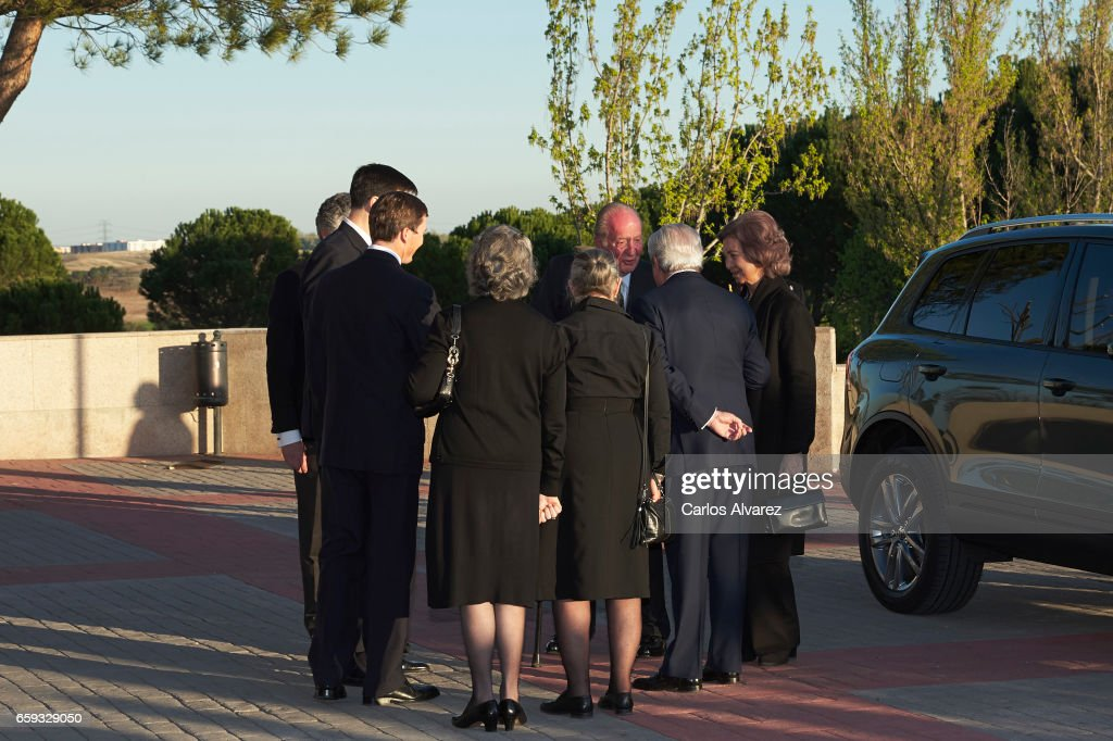 King Juan Carlos (C) and Queen Sofia (R) attend a funeral chapel for Alicia de Borbon Parma, Duchess of Calabria, at La Paz morgue on March 28, 2017 in Madrid, Spain.