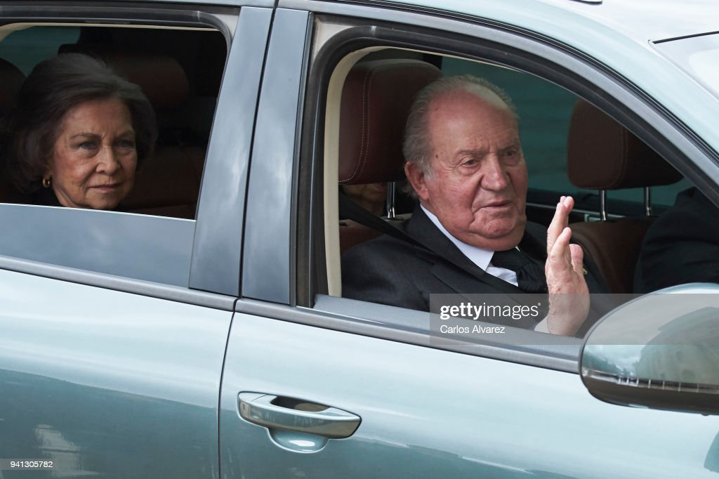 Spanish Royals Attend 25th Anniversary of  King Juan Carlos' Father's Death : ニュース写真