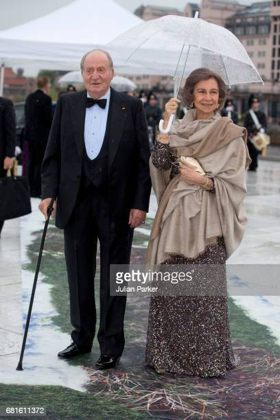 King Juan Carlos and Queen Sofia of Spain attend a Gala Banquet hosted by The Government at The Opera House as part of the Celebrations of the 80th...