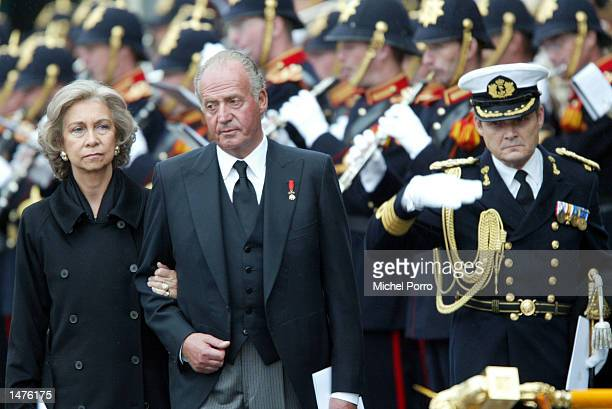 King Juan Carlos and Queen Sofia of Spain bow to the Dutch Royal standard after the funeral ceremony of Prince Claus of the Netherlands at the Nieuwe...