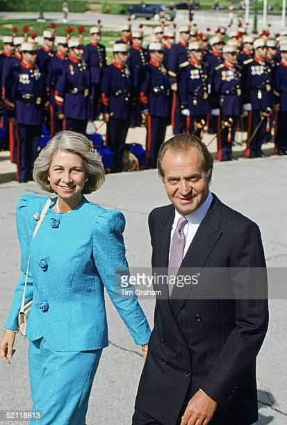 King Juan Carlos and Queen Sofia Of Spain Hosting A British Royal Visit To Madrid on October 17 1988 in Madrid Spain