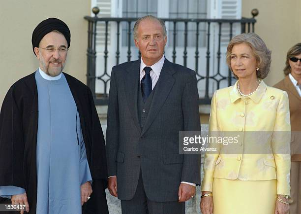 King Juan Carlos and Queen Sofia of Spain stand with Iranian President Mohammad Khatami October 28 2002 at El Pardo Palace in Madrid Spain Khatami...