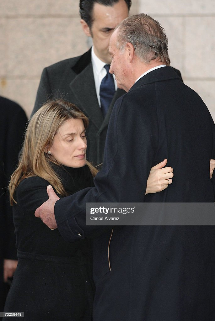 Spanish Royals Attend The Funeral Of Erika Ortiz : Fotografía de noticias