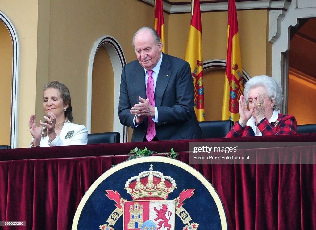 King Juan Carlos, his daughter Princess Elena of Spain and his sister Princess Pilar (R) attend La Beneficiencia Bullfight at Las Ventas Bullring on June 6, 2018 in Madrid, Spain.