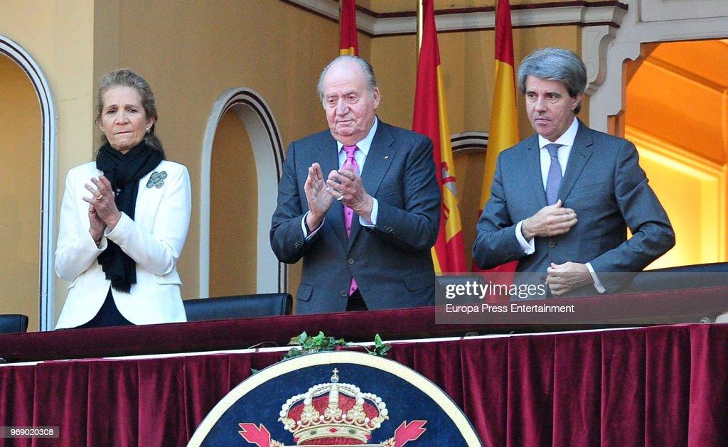 King Juan Carlos (C), his daughter Princess Elena of Spain and president of Madrid region Angel Garrido attend La Beneficiencia Bullfight at Las Ventas Bullring on June 6, 2018 in Madrid, Spain.