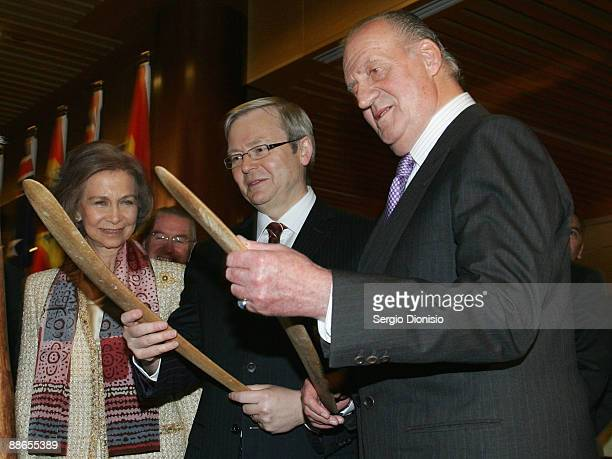 HRH King Juan Carlos I Australian Prime Minister Kevin Rudd and HRH Queen Sofia of Spain inspect indigenous gifts during a reception at Parliament...