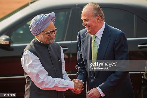 King Juan Carlos I of Spain shakes hands with Indian Prime Minister Manmohan Singh during his ceremonial reception at Rashtrapati Bhavan, the...