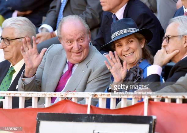 King Juan Carlos of Spain and Elena de Borbon attend the 16th Bullfight of the San Isidro Fair at Las Ventas bullring at Las Ventas Bullring on May...