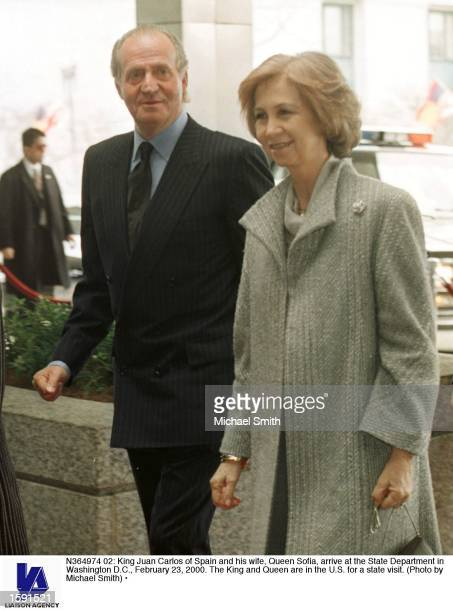 King Juan Carlos of Spain and his wife Queen Sofia arrive at the State Department in Washington DC February 23 2000 The King and Queen are in the US...