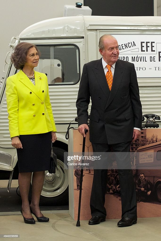 Spanish Royals Attend 'Rey de Espana' and 'Don Quijote' Journalism Awards 2014 : News Photo