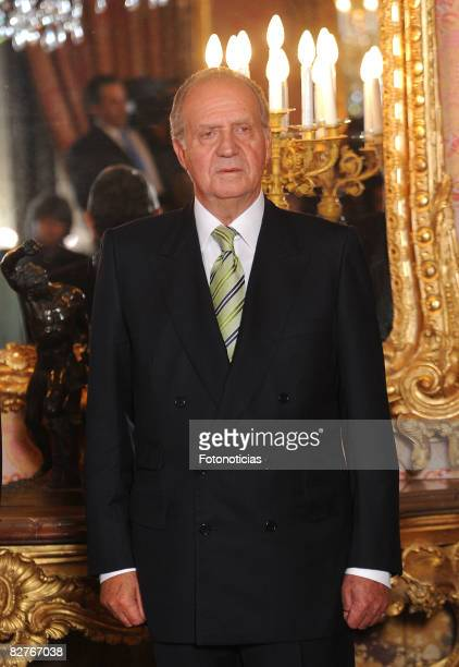 King Juan Carlos of Spain attends a dinner in honour of Costa Ricas President Oscar Arias Sanchez at The Royal Palace on September 10 2008 in Madrid...