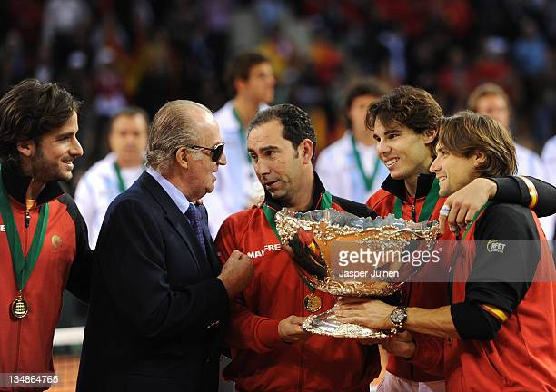 King Juan Carlos of Spain holds the Davis Cup trophy with team captain Albert Costa Rafael Nadal David Ferrer and Feliciano Lopez during the third...