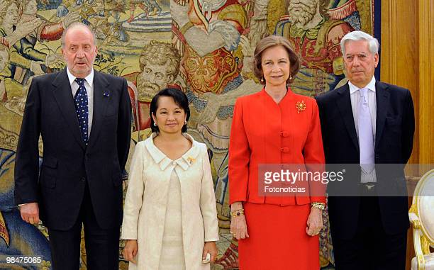 King Juan Carlos of Spain, President of Philippines Gloria Macapagal Arroyo, Queen Sofia of Spain and writer Mario Vargas Llosa pose for...