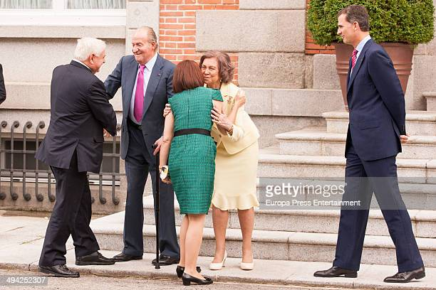 King Juan Carlos of Spain Queen Sofia of Spain and Prince Felipe of Spain meet president of Panama Ricardo Martinelli and wife Marta Linares at...