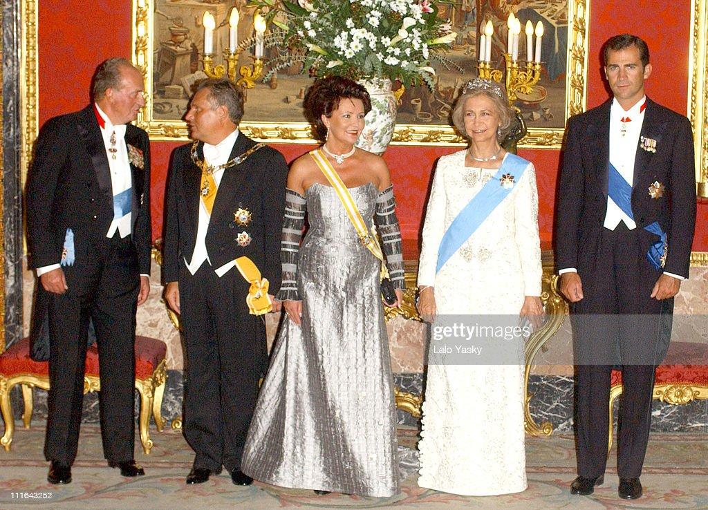 Spain's Royal Family Recieve Poland's President and Wife : News Photo