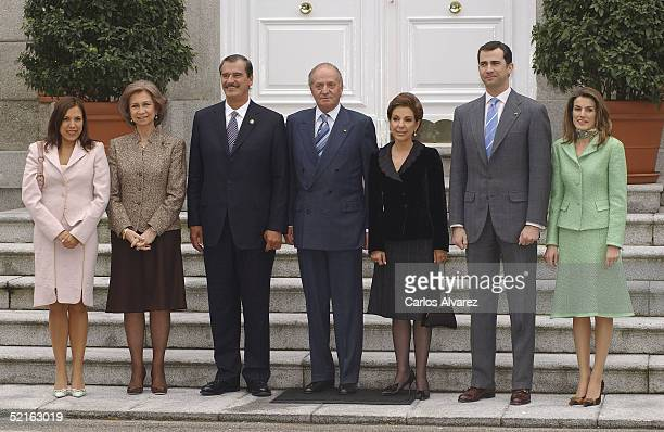 King Juan Carlos, Queen Sofia, Crown Prince Felipe and Princess Letizia of the Spanish Royal Family receive Mexican President Vicente Fox, his wife...