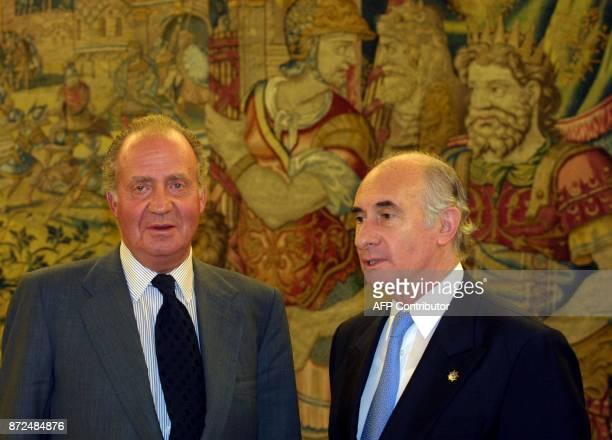 King Juan Carlos receives the Argentinian president, Fernando de La Rua , in Zarzuela Palace near Madrid 16 October 2001. De La Rua was participating...