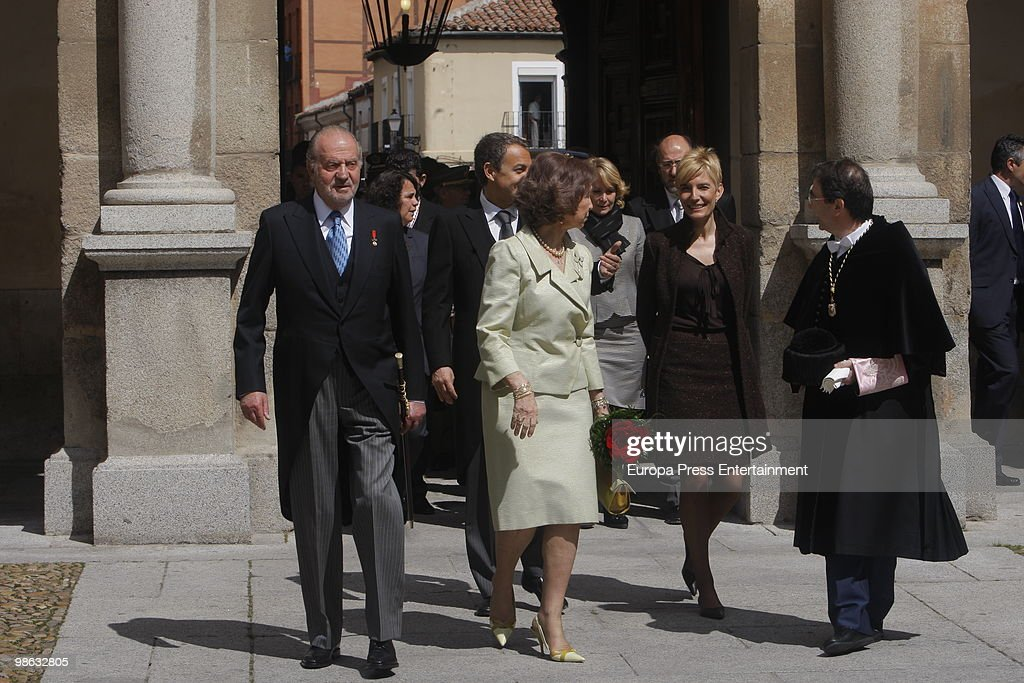 King Juan Carlos, Spanish prime minister Jose Luis Rodriguez Zapatero, Queen Sofia and Sonsoles Espinosa attend the ceremony of 'Miguel de Cervantes Award' to the Mexican novelist Jose Emilio Pacheco Berny on April 23, 2010 in Madrid, Spain. The 'Miguel Cervantes Award' is considered the most important award in Spanish literature.
