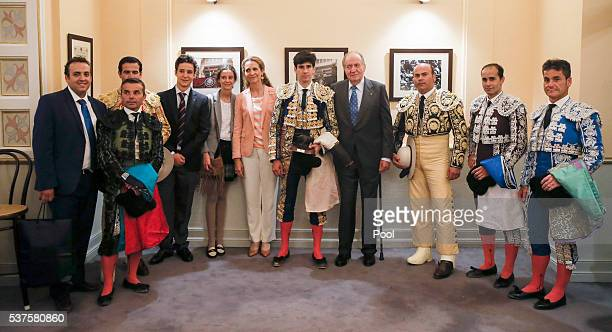 King Juan Carlos the Infanta Elena and their children Felipe Juan Froilan and Victoria Eugenia accompanied by the righthanded Lopez Simon his crew...
