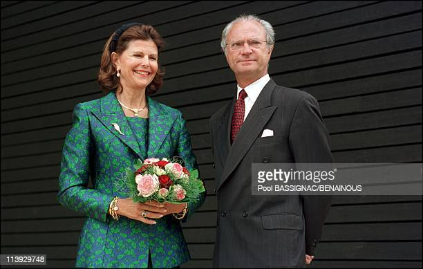 King KarlGustav and queen Sylvia of Sweden inaugure Sweddish pavillon at universal exhiibition In Hanover Germany On June 14 2000