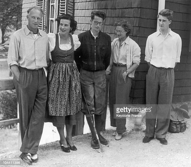 King LEOPOLD III of Belgium posing with his new wife and three of his children in 1951 From left to right King LEOPOLD III the Princess of RETHY...