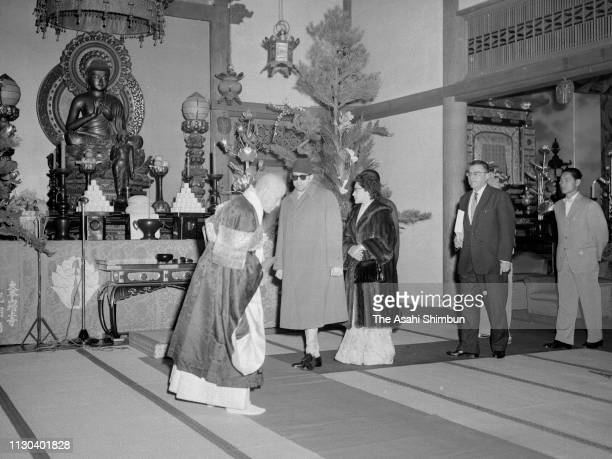 King Mahendra and Queen Ratna of Nepal visit Zojoji Temple on April 25 1960 in Tokyo Japan