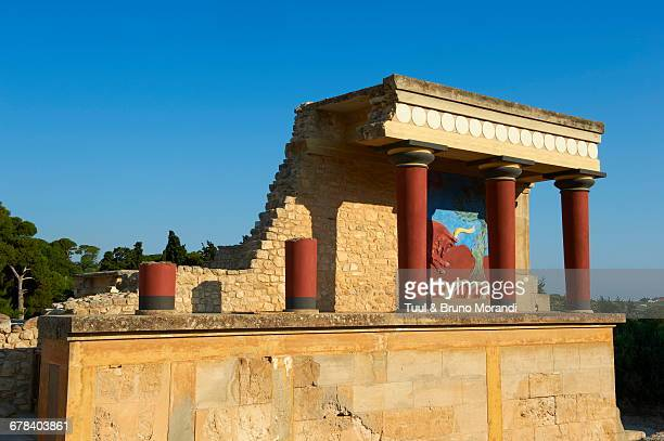 king minos palace, minoan archaeological site of knossos, crete, greek islands, greece, europe  - minoan stock photos and pictures
