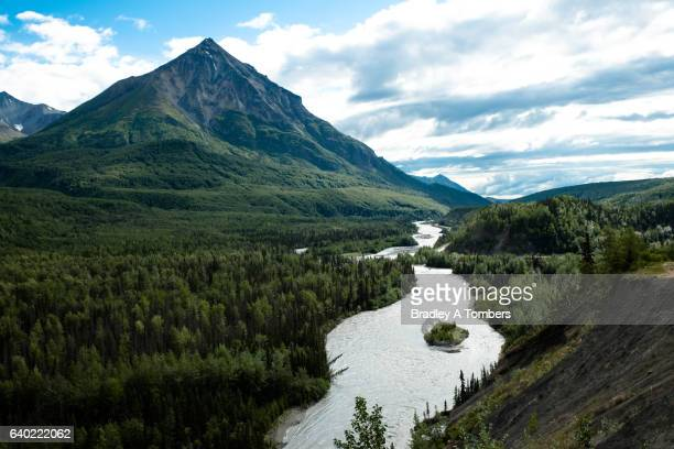king mountain in alaska - mt. susitna stock pictures, royalty-free photos & images