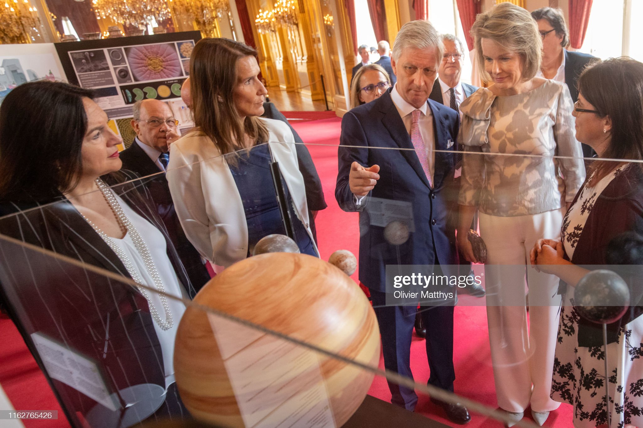 CASA REAL BELGA - Página 54 King-philippe-of-belgium-and-queen-mathilde-attend-the-moon-landing-picture-id1162765426?s=2048x2048