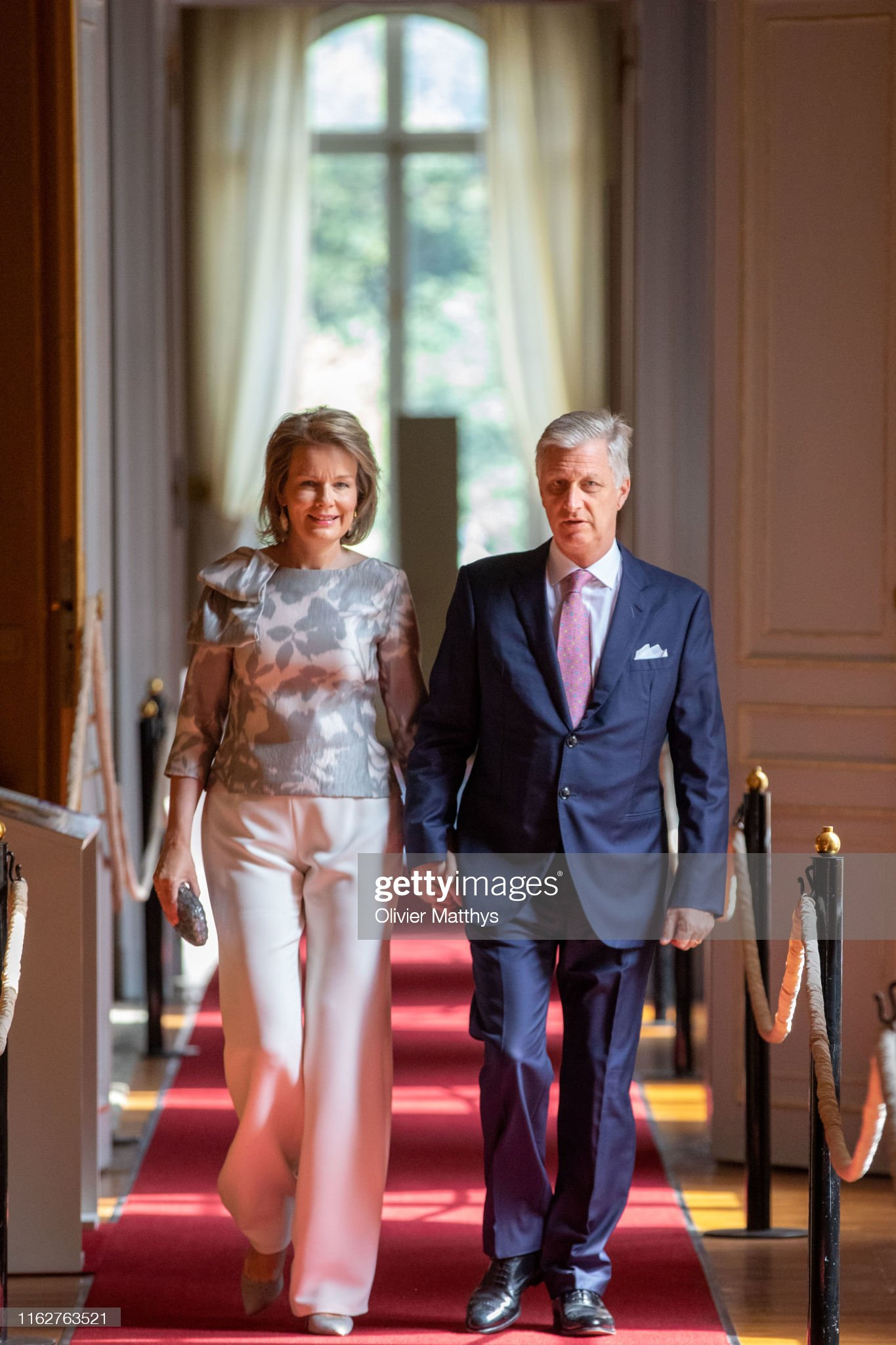 CASA REAL BELGA - Página 54 King-philippe-of-belgium-and-queen-mathilde-attend-the-summer-at-the-picture-id1162763521?s=2048x2048