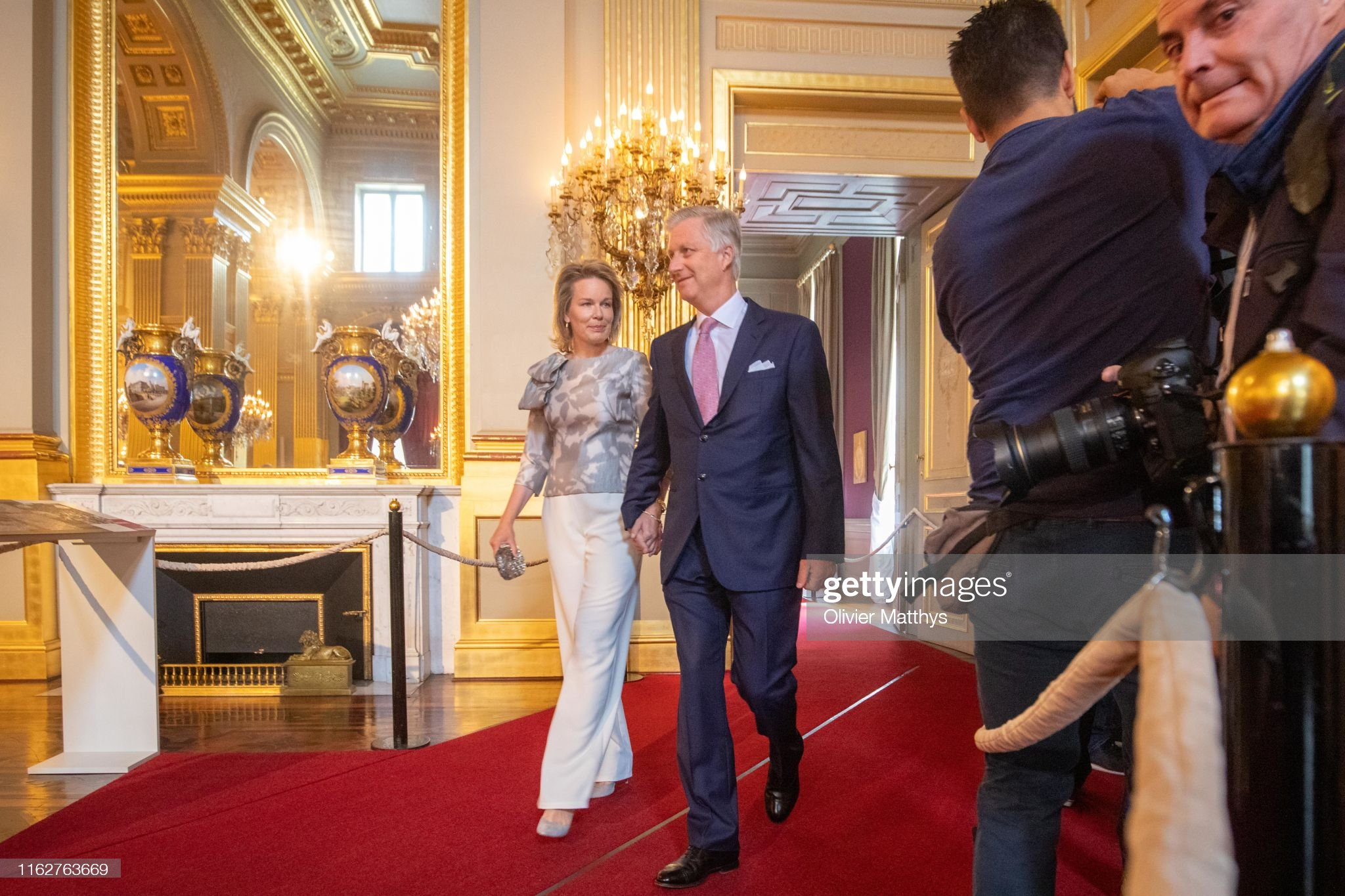 CASA REAL BELGA - Página 54 King-philippe-of-belgium-and-queen-mathilde-attend-the-summer-at-the-picture-id1162763669?s=2048x2048