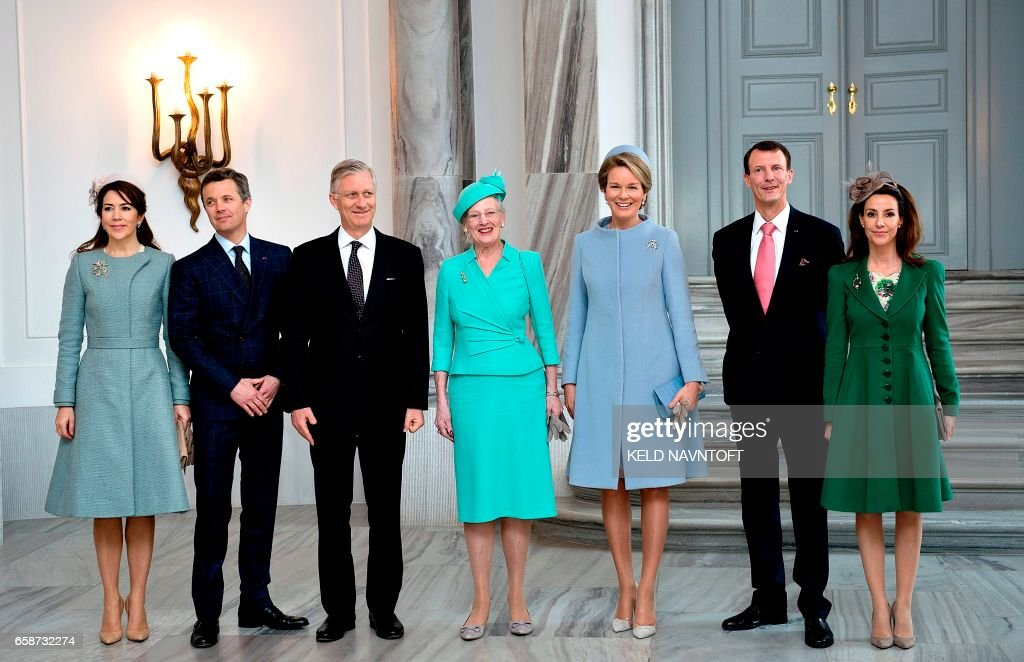 King Philippe of Belgium (3rd L) and Queen Mathilde of Belgium (3rd R) pose for a picture with the Danish royal family during the officiel reception at Amalienborg Castle in Copenhagen March 28, 2017: Crown Princess Mary (L), Crown Prince Frederik (2nd L), Queen Margrethe (C), prince Joachim (2nd R) and princess Marie (R). The Belgian Royal Couple is on a two days visit to Denmark. / AFP PHOTO / Scanpix Denmark / Keld Navntoft / Denmark OUT