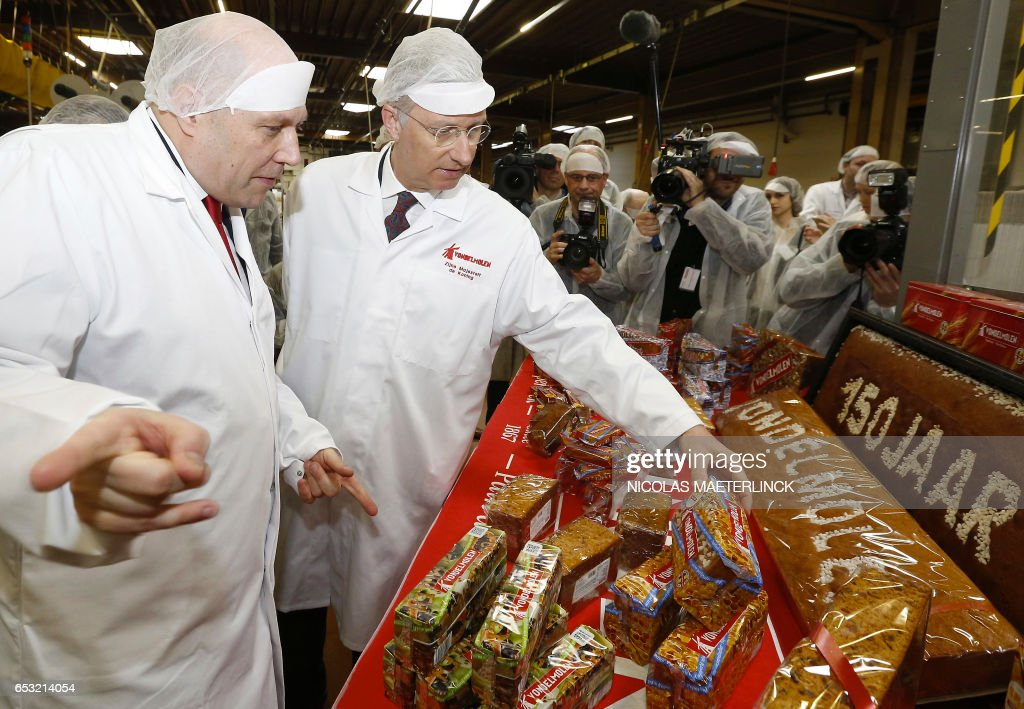 King Philippe of Belgium (C) visits of the Vondelmolen food company on the occasion of the 150th anniversary of the producer of gingerbread on March 14, 2017 in Lebbeke. / AFP PHOTO / Belga / NICOLAS MAETERLINCK / Belgium OUT