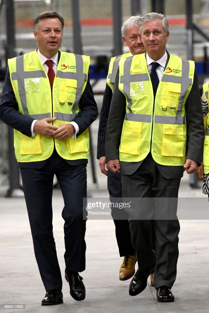 Visit of King Philippe to Brussels Airport and Deloitte Company : Nachrichtenfoto