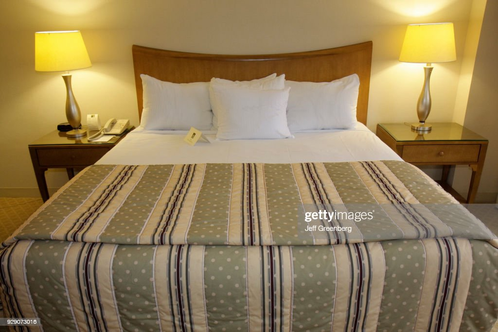 a king size bed in a guest room at the peabody orlando pictures