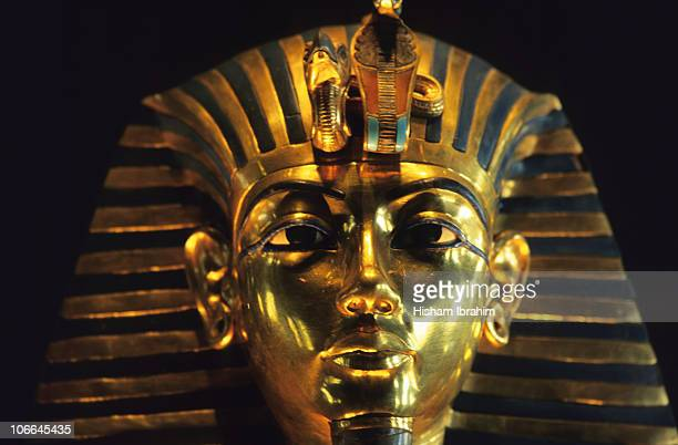 king tut death mask - cairo, egypt - egyptian artifacts stock pictures, royalty-free photos & images