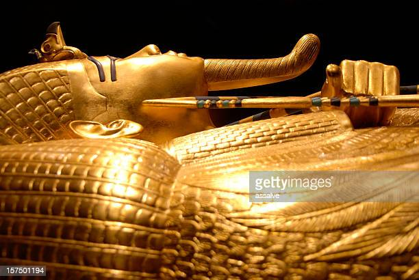 king tut's golden tomb in egypt - egypt stock pictures, royalty-free photos & images