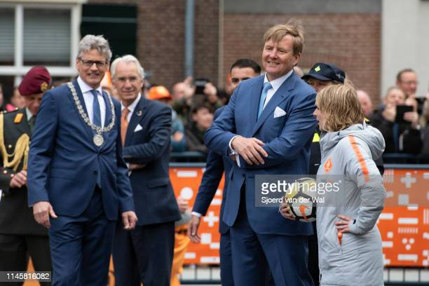 King Willem Alexander and Lucas Bolsius mayor of the city of Amersfoort during the visit to the city of Amersfoort to celebrate Kingsday on April 27...