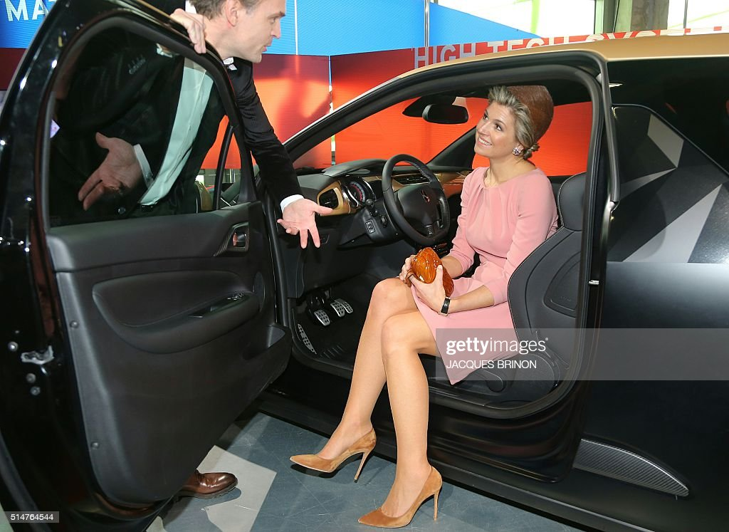 King Willem Alexander and Queen Maxima of the Netherlands are pictured during their visit at Paris' Fashion and Design City, on March 11, 2016, as part of their state visit to France. / AFP / POOL / JACQUES
