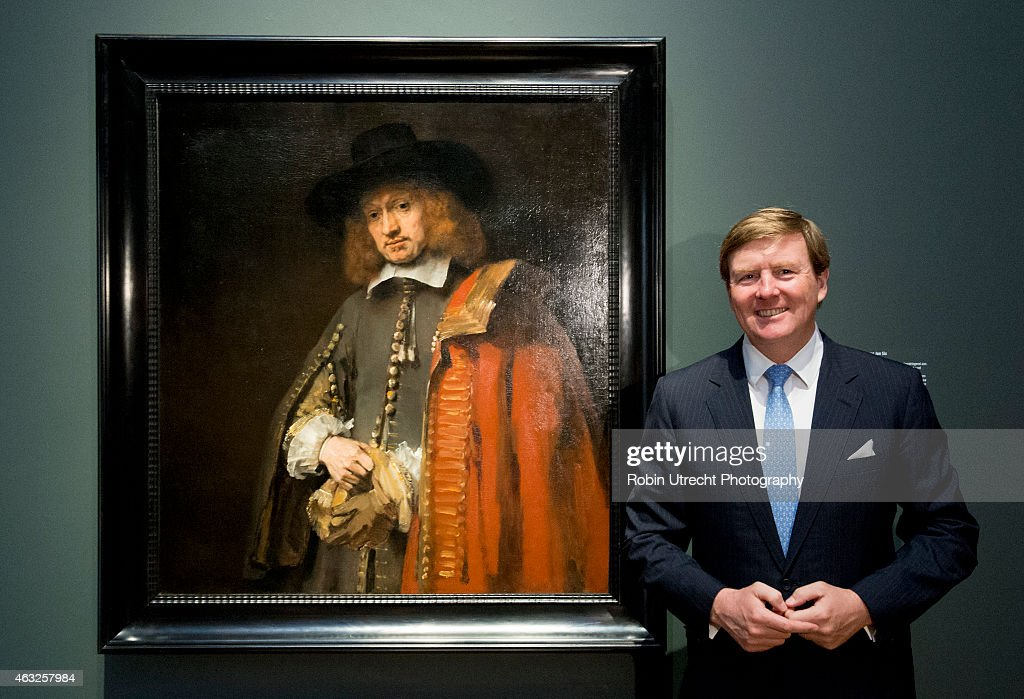 AMSTERDAM - King Willem Alexander visits the Late Rembrandt Exhibition on February 12, 2015 at the Rijksmuseum in Amsterdam,