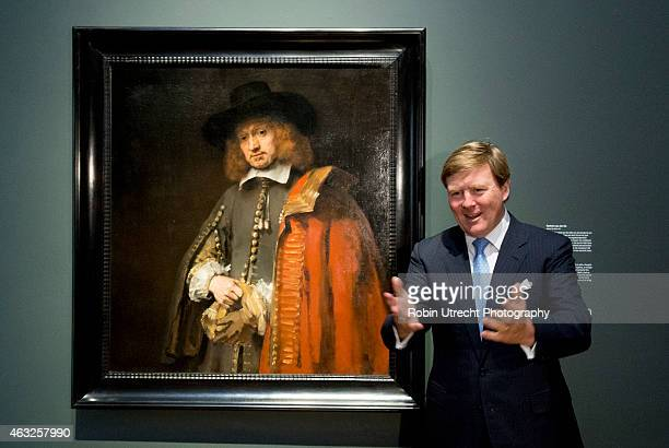 AMSTERDAM King Willem Alexander visits the Late Rembrandt Exhibition on February 12 2015 at the Rijksmuseum in Amsterdam