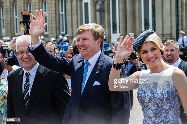 king willem-alexander und maxima der niederlande - könig willem alexander der niederlande stock-fotos und bilder
