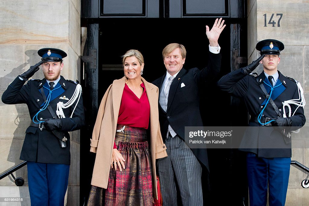 King Willem-Alexander And Queen Maxima Of The Netherlands Hold New Year Reception At The Royal Palace : Nieuwsfoto's